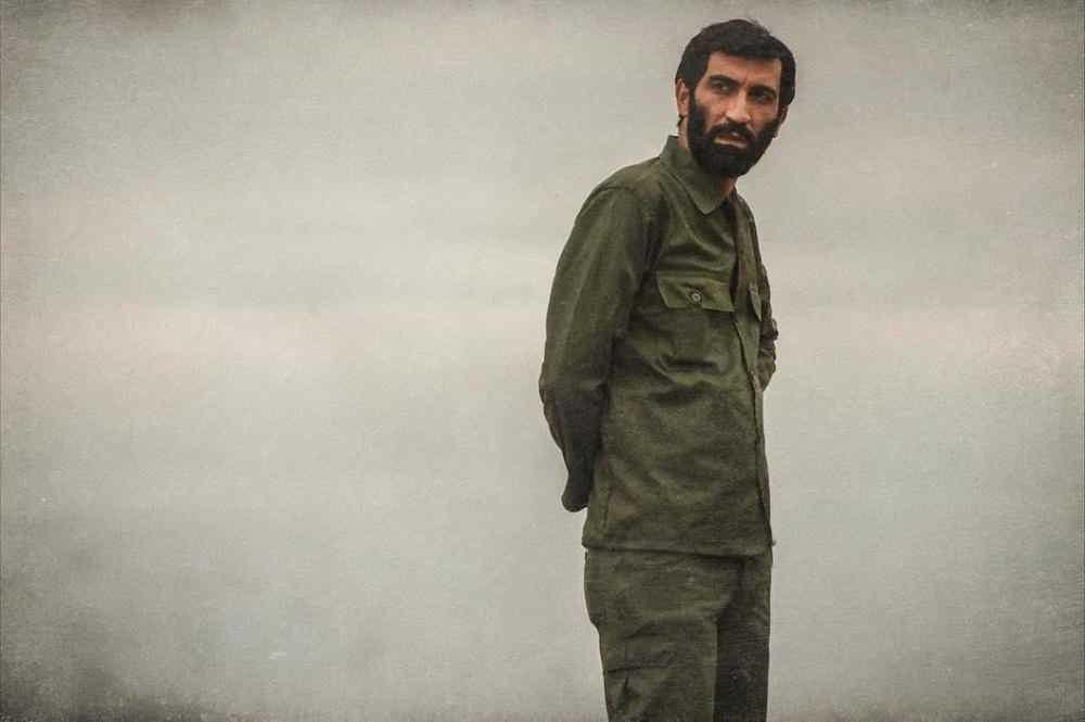 عکس هادی حجازی فر در فیلم ایستاده در غبار