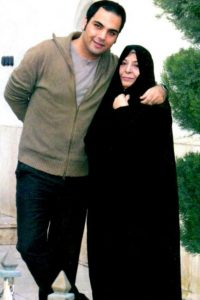 احسان عیخانی و مادرش
