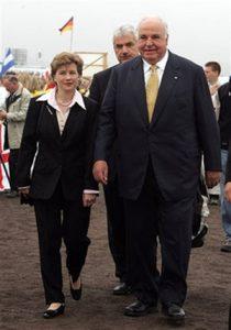 هلموت کهل و مایکه ریشتر (همسر دوم او)