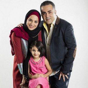 روشنک عجمیان و همسرش با دخترش آروشا