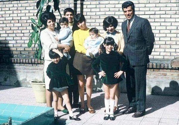 عکسی از خانواده ی عطاالله بهمنش در دهه ۴۰