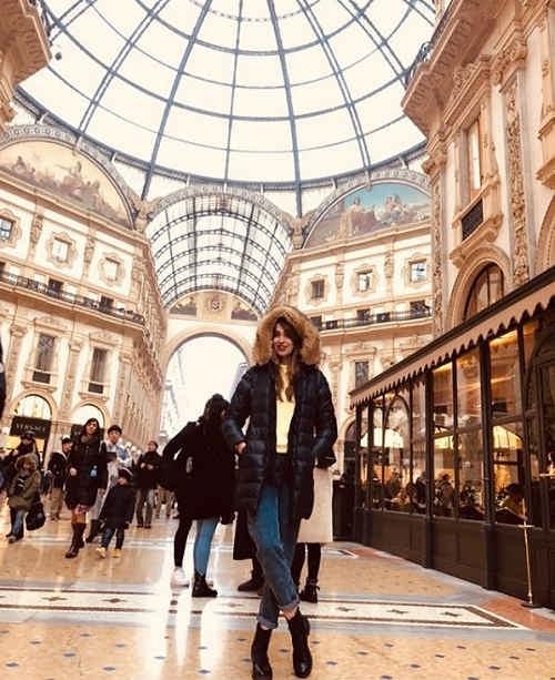 عکس نیلوفر ابراهیمی در میلان ایتالیا