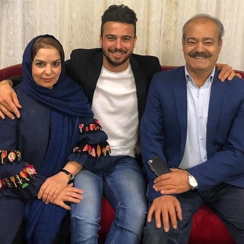 عکس سروش رفیعی و پدر و مادرش