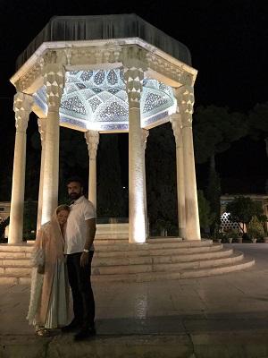 بهاره رهنما و همسرش امیر خسرو عباسی در حافظیه شیراز