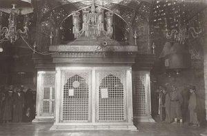 عکسی قدیمی از ضریح امام حسین (ع)