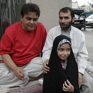 عکس مسعود ده نمکی و دخترش - مرداد ۱۳۸۵