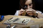 چرا در ساعت سازی و طلا فروشی از عدسی استفاده میکنند؟