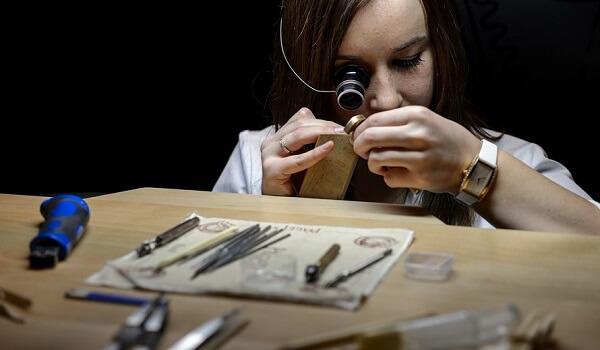 کاربرد عدسی در طلا سازی و ساعت سازی