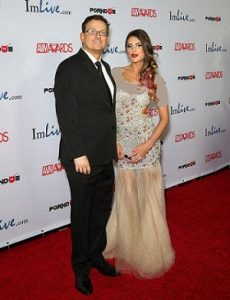 عکس آگوست ایمز و همسرش کوین مور
