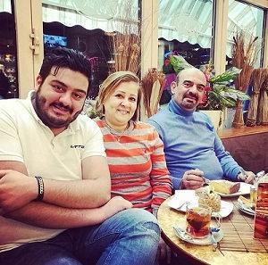 عکس امیرحسین افتخاری و پدر و مادرش
