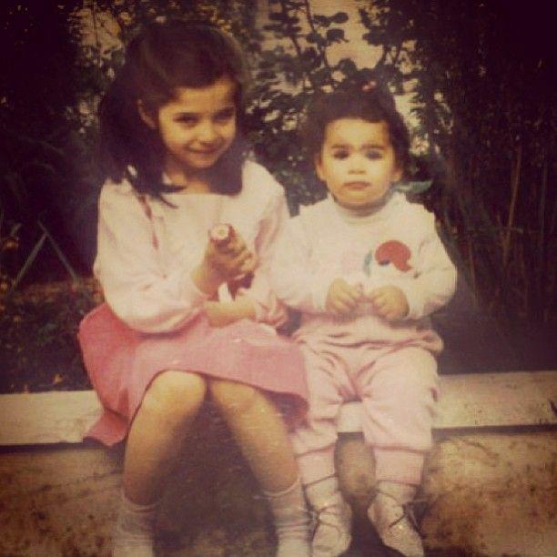 عکس دختران آزیتا حاجیان و همسرش در کودکی