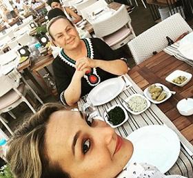 عکس گوپسه اوزای و مادرش