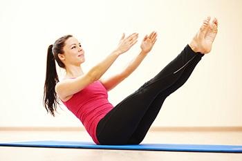 پیلاتس چیست؟ (ورزش پیلاتس و لاغری) + حرکات پیلاتس در خانه