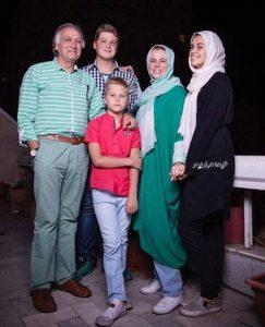 عکس احمد نجفی و همسرش و فرزندانشان
