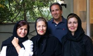 عکس لیلی رشیدی در کنار برادر مادر و عروسشان