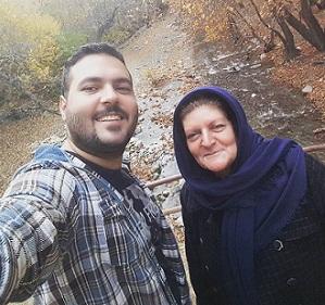 عکس میلاد کیایی و مادرش