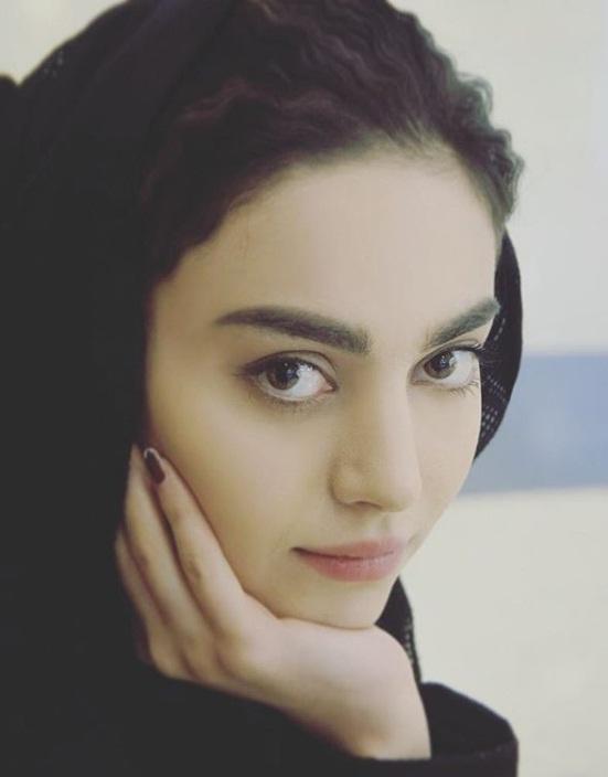 بیوگرافی مهشید جوادی بازیگر نقش جوانی مارال در سریال آنام