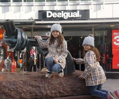 بیوگرافی سارا و نیکا در سریال پایتخت