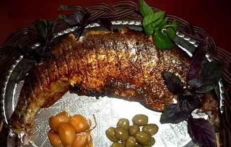سبزی پلو با ماهی شکم پر گیلانی