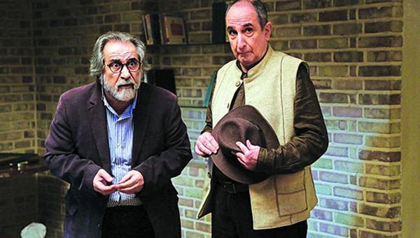 عکس از بازیگران سریال دیوار به دیوار