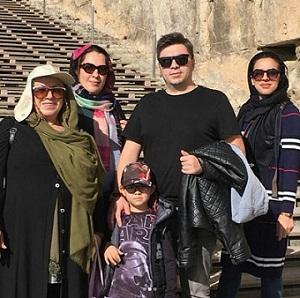 عکس زهره شکوفنده و خانواده اش