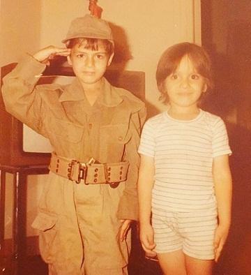 عکس کودکی سام درخشانی نفر سمت چپ