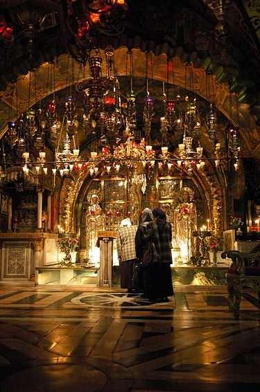 محل گلگتا در داخل کلیسای مقبره مقدس