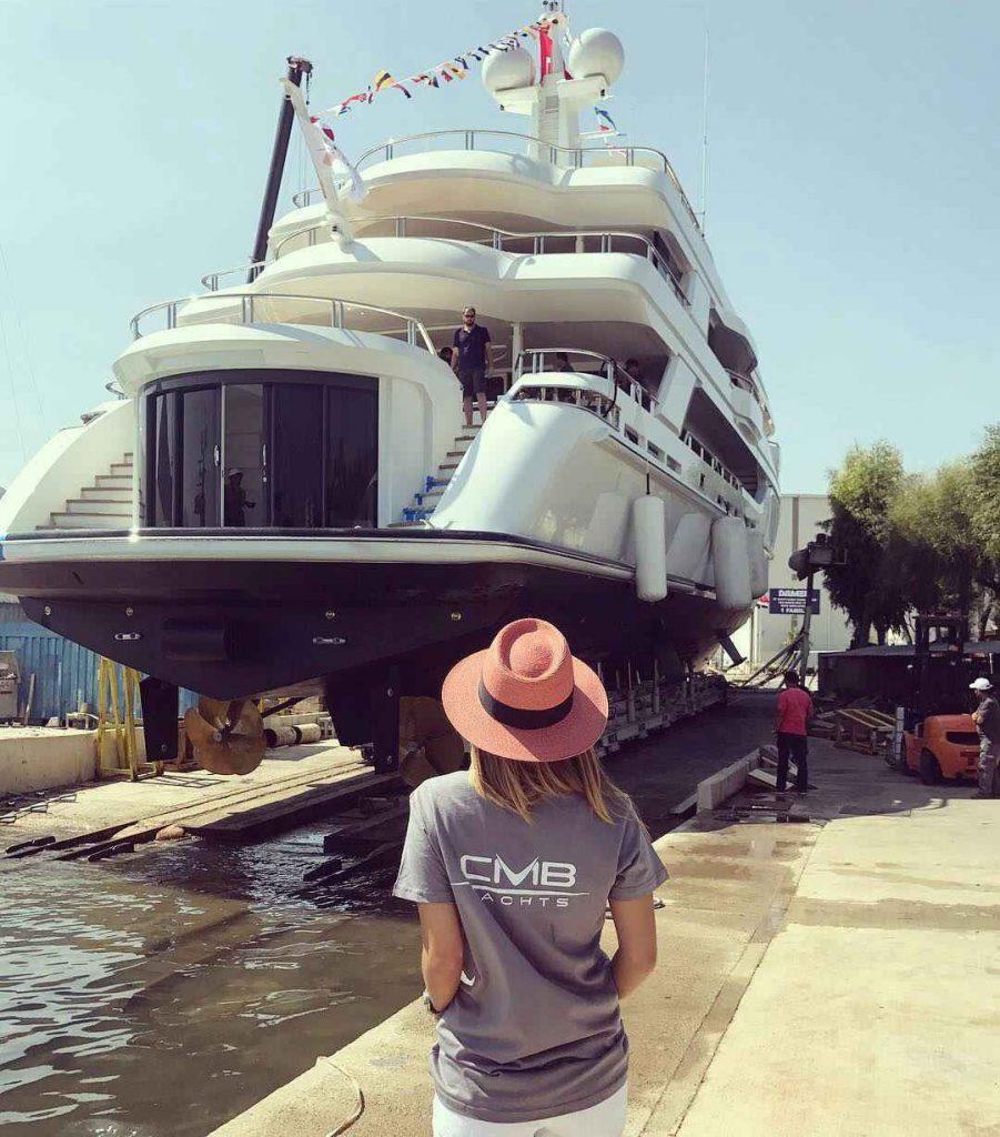 مینا باشاران و قایق چند ده میلیون دلاری اش