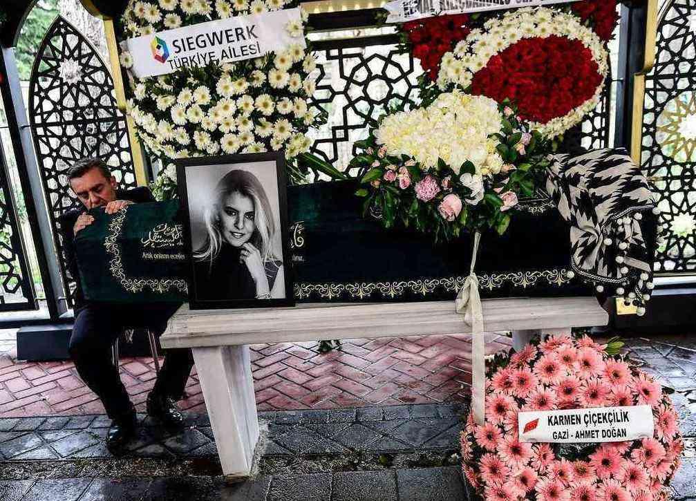 تصاویر مراسم خاکسپاری مینا باشاران 1