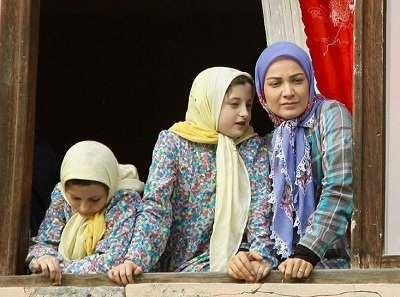 عکس نسرین نصرتی در کنار سارا و نیکا