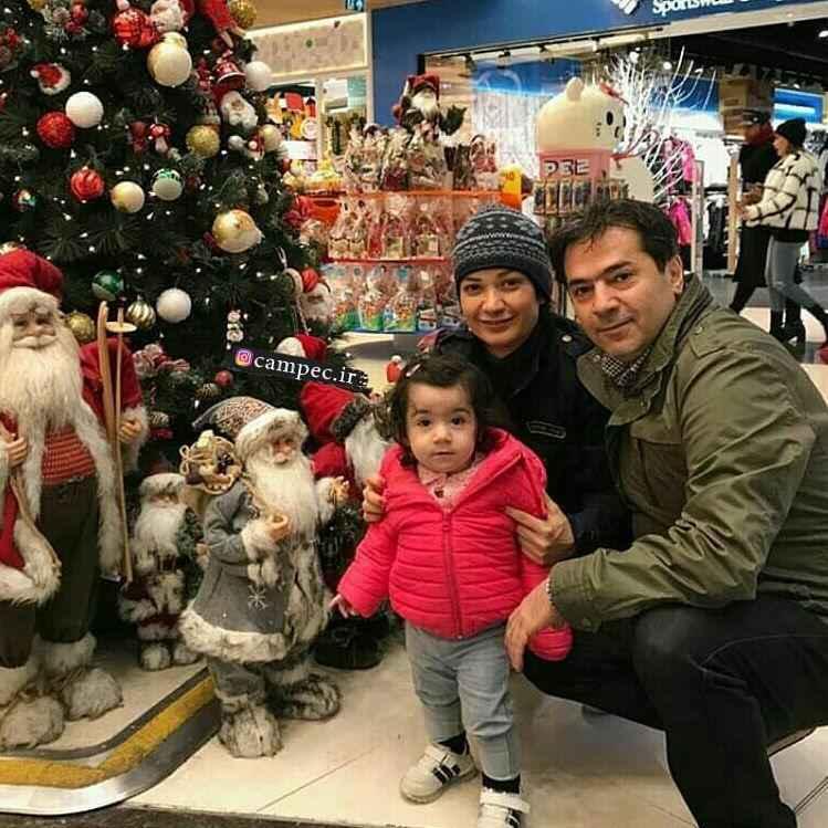 نسرین نصرتی و همسر و دخترش