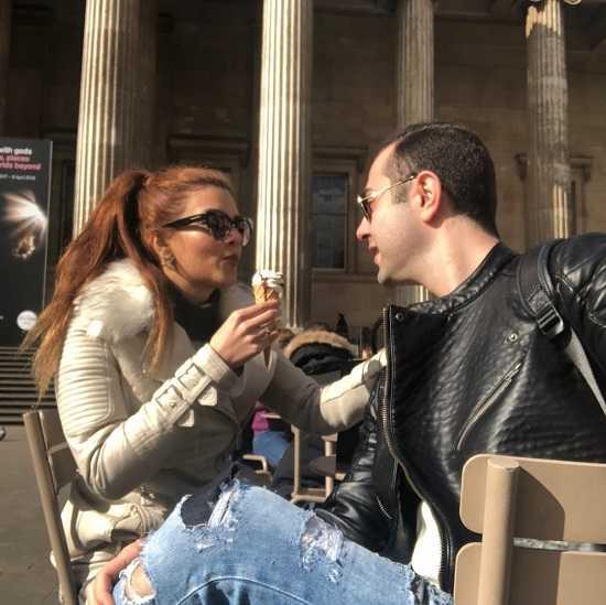 گلناز حسینی و همسرش