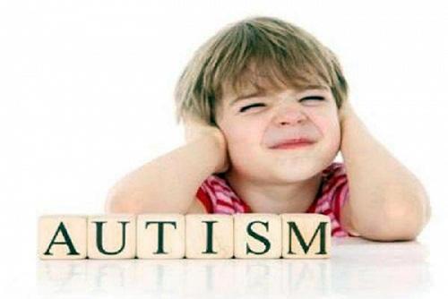 بیماری اتیسم چیست؟ + علائم اتیسم
