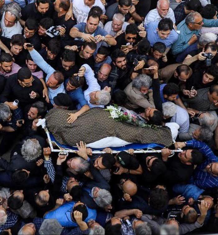 حضور پرشمار مردم در تشییع جنازه ملک مطیعی