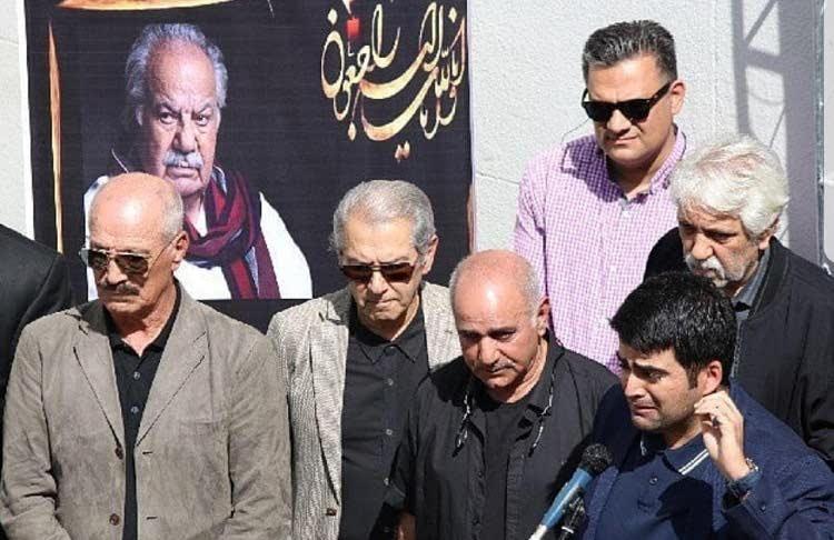 پرویز پرستویی سعید راد و فرامرز قریبیان در مراسم خاکسپاری ناصر ملک مطیعی