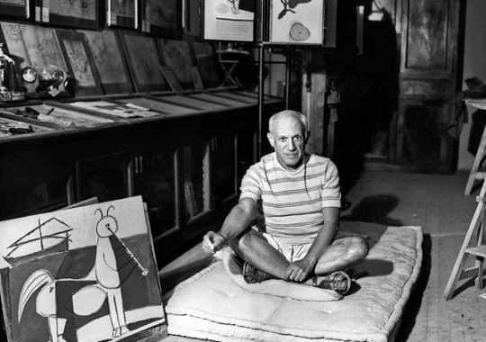 آثار پابلو پیکاسو به چه سبکی معروف است؟