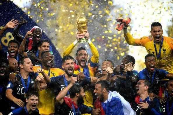 بالا بردن جام توسط فرانسوی ها