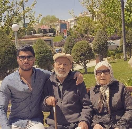 عکس های سینا مهراد با پدر بزرگ و مادربزرگش