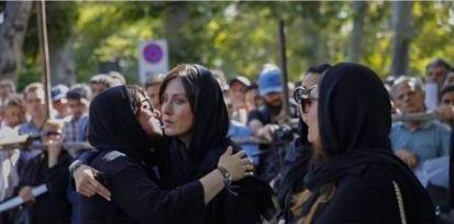 تصاویری از مراسم تشییع جنازه عزت الله انتظامی