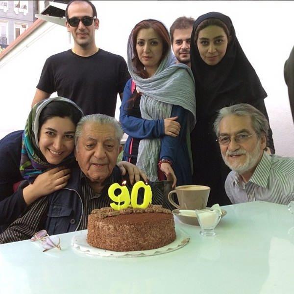 عکس عزت الله انتظامی در کنار خانواده اش