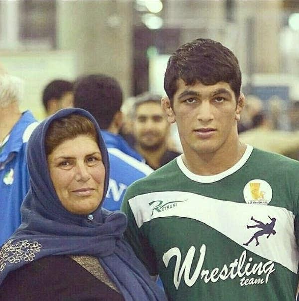 عکس های حسن یزدانی کشتی گیر و مادرش