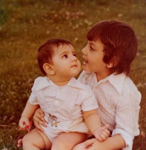 عکس کودکی آرش مجیدی در کنار خواهرش