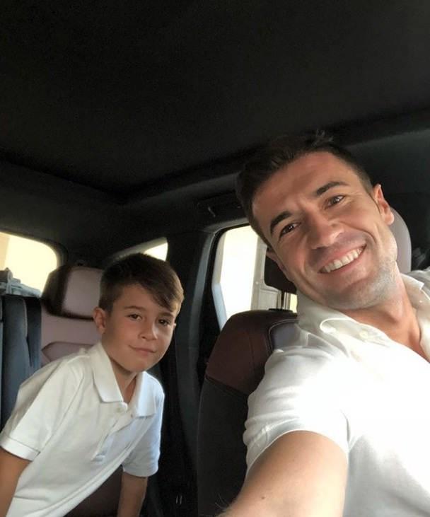 عکس گابی فرناندز و پسرش