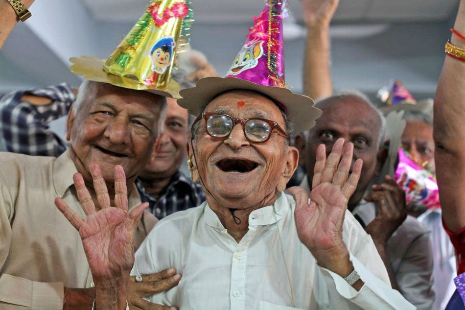 سالمندان را گرامی بداریم