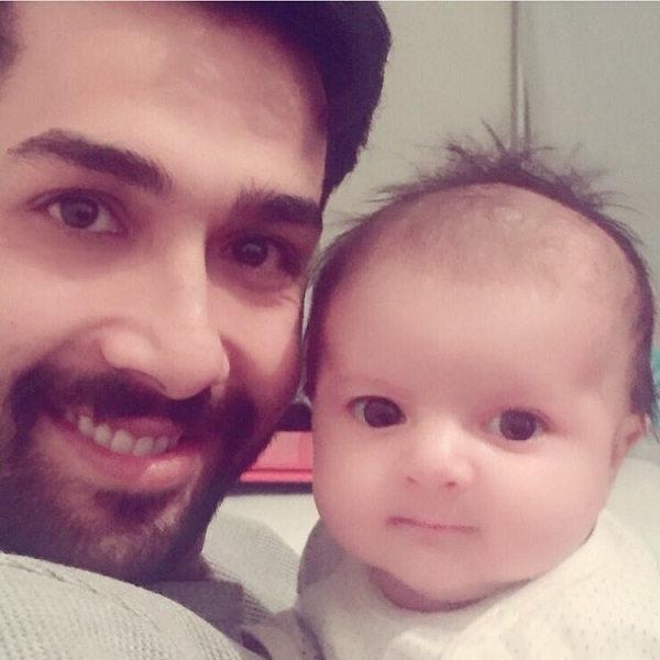 عکس حسین مهری و پسرش در کودکی