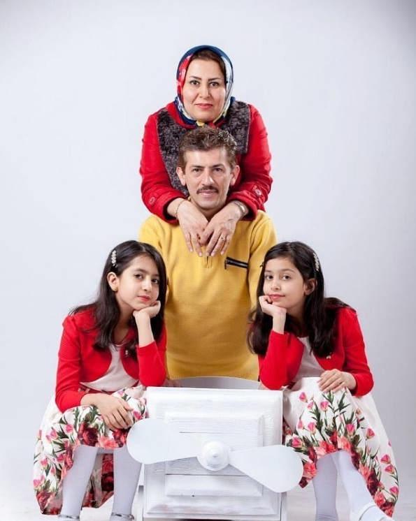 عکس سیروس همتی و همسرش لیلا نوری در کنار دخترانشان