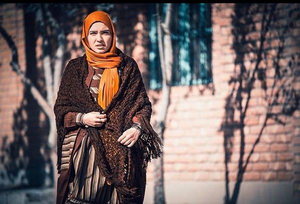 عکس های مونا کرمی بازیگر نقش شیوا در حوالی پاییز