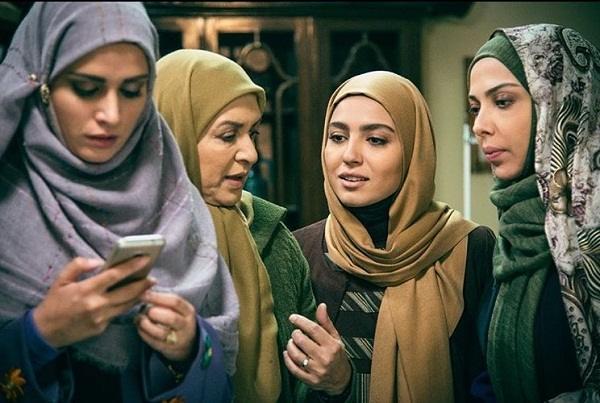 مونا کرمی از بازیگران سریال حوالی پاییز