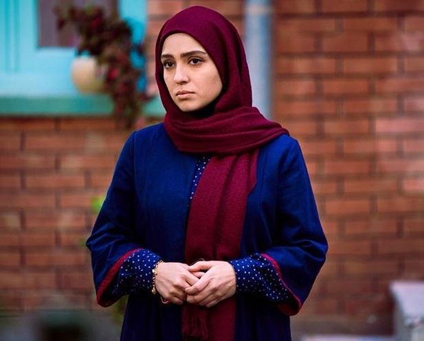 مونا کرمی بازیگر نقش شیوا در سریال حوالی پاییز