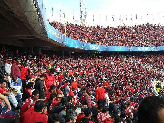 تصویر از ورزشگاه ازادی مملو از جمعیت